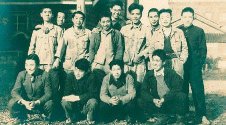 1947年(昭和22年)創業時社員
